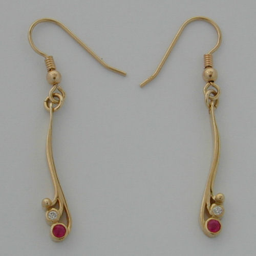 Tay Earrings Ruby/Diamond