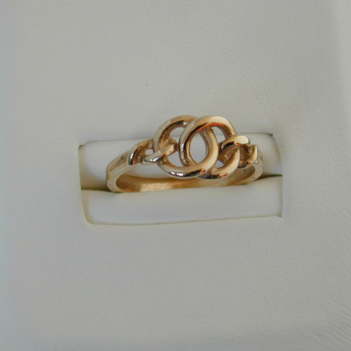 Isles 9ct Gold Ring