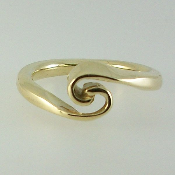 Celtic Wave Ring 9ct